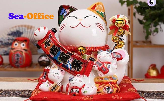 Mèo thần tài để bàn làm việc